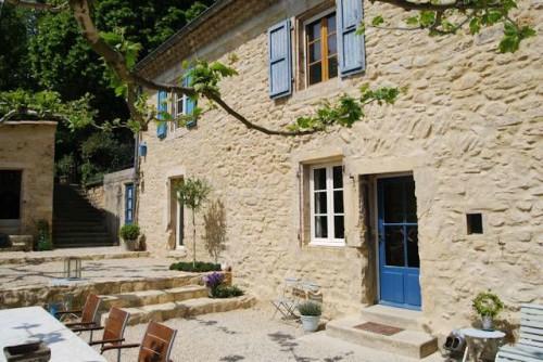 Gîtes à vendre dans la Drôme avec maison privée et piscine, Grâne