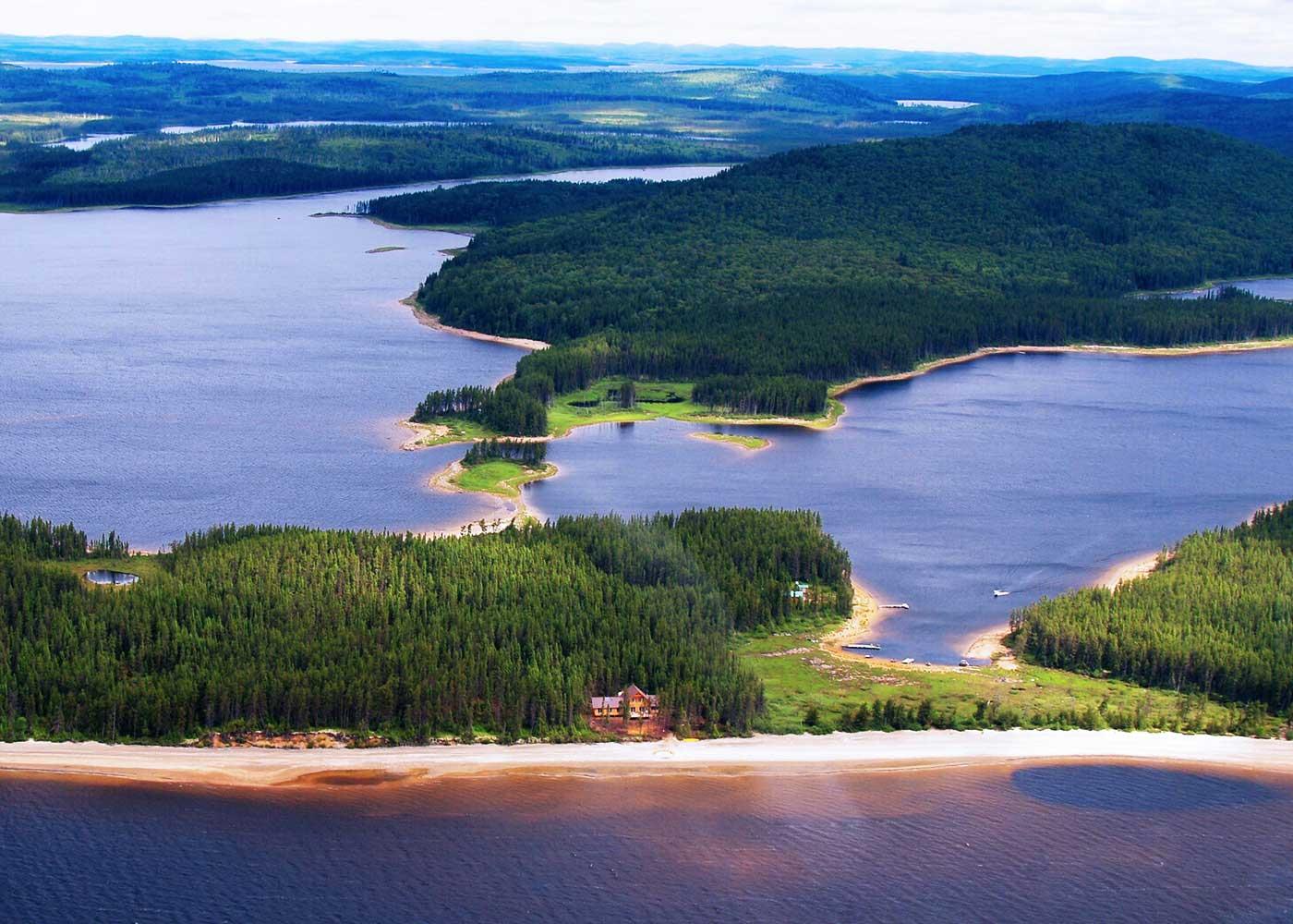 Pourvoirie avec Chalets Bateau maison - Auberge forestière à vendre au Québec (Canada)